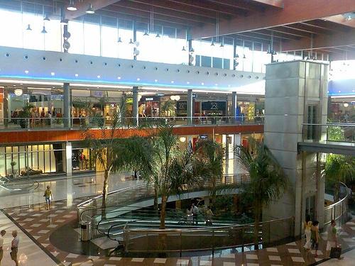 Centro Comercial La Cañada de Marbella, próximo a la ubicación del Nuevo Parque Empresarial