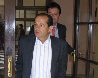 Joaquín Morales abandonando las oficinas del Xerez