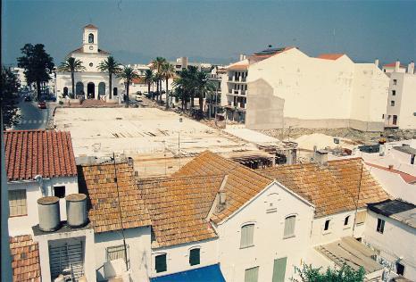 Plaza de la iglesia de San Pedro de Alcántara