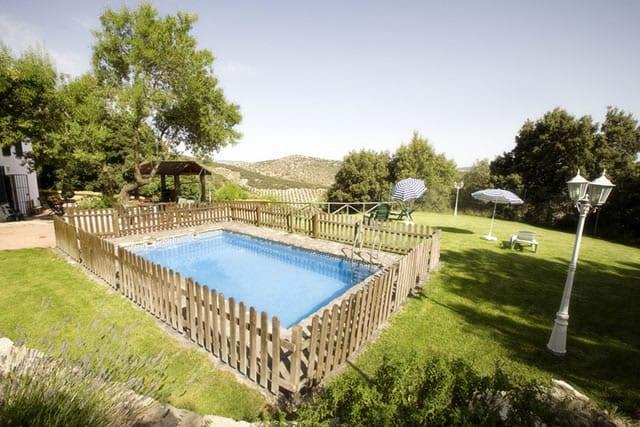 Cortijo las chorreras en granada for Casa rural catalunya piscina