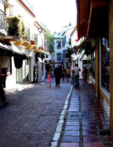 La señalización se homogeneizará en las calles de Marbella