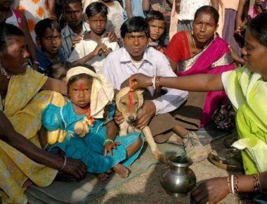 nina perro Una niña se casa con un perro en la India