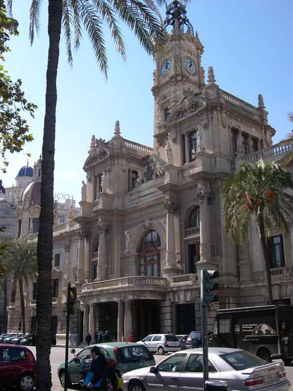 Vista del consistorio de Valencia, donde se va a promocionar Marbella