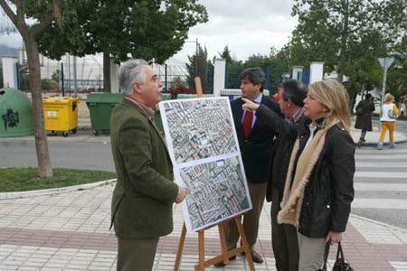 La Alcaldesa visitando las localizaciones de la instalación de contenedores soterrados en Marbella