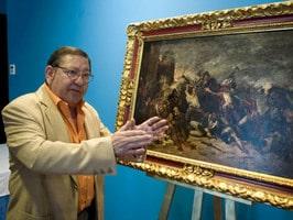Paulino Giménez ante la obra objeto de restauración