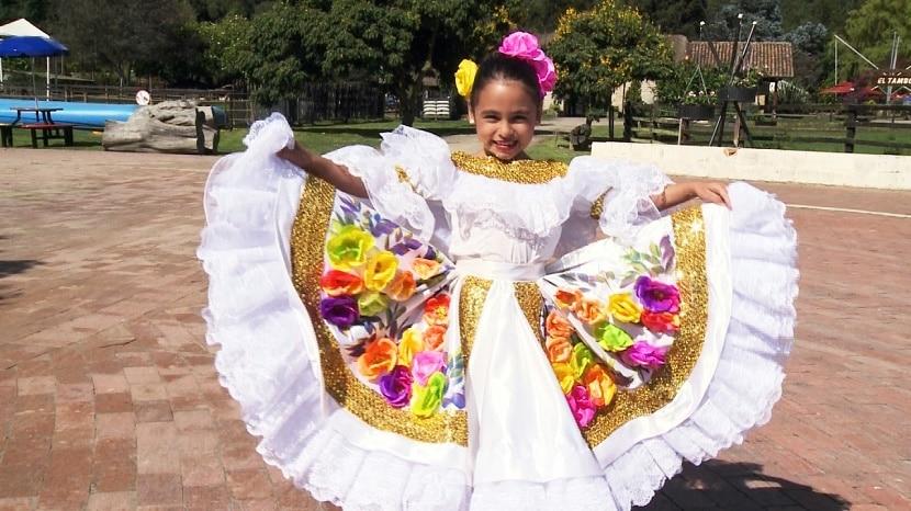 vestido sanjuanero para niña, el Traje típico colombiano