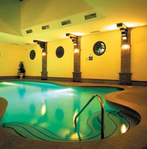 Piscina climatizada del Alanda Club de Marbella