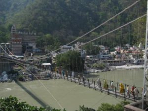 rishikesh bridge 300x225 La gran semana del Yoga en Rishikesh