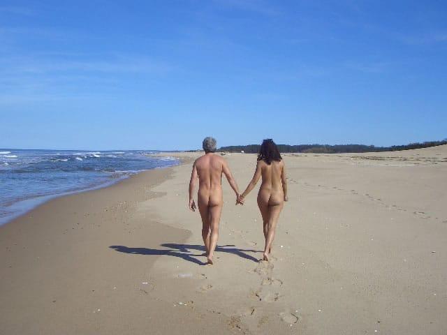 En Marbella es habitual la práctica del nudismo en la Playa de Artola