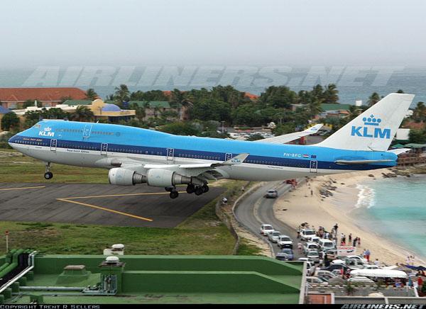 http://www.absolutsuiza.com/wp-content/uploads/2009/08/aviones.jpg