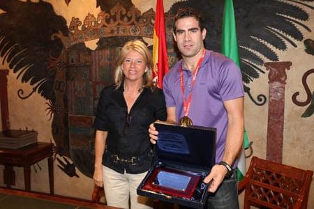 Carlos Cabezas con la Alcaldesa de Marbella