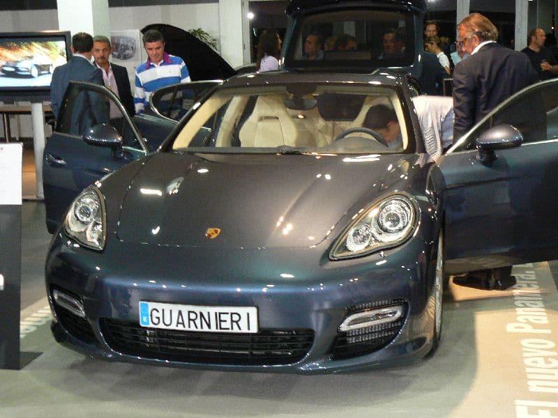 Presentaicón de modelo Porsche en Grupo Guarnieri