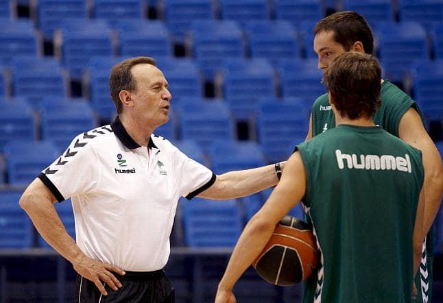 Aito García Reneses dirige un entrenamiento