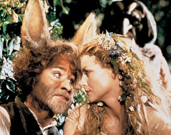 K. kline y M. Pfeiffer en la versión cinematográfica de Sueño de una noche de verano