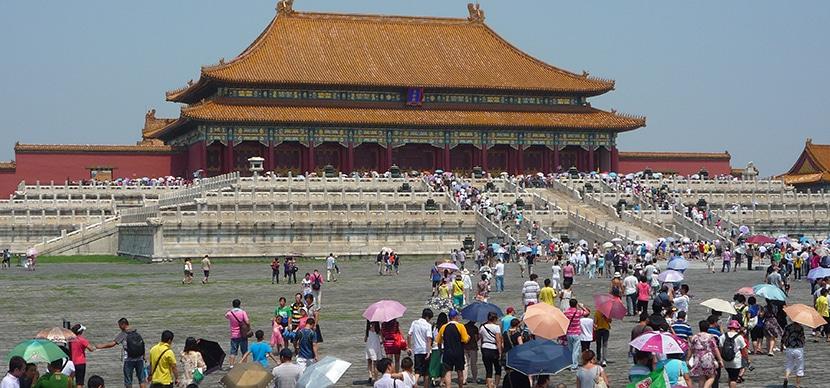 Chinos visitando Tiannamen