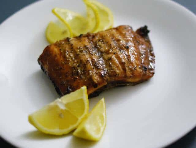 Como preparar salm n asado al cl sico estilo noruego for Como cocinar salmon