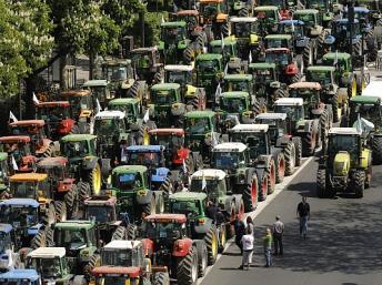Derecho a decidir. Freedom for Tabarnia Tractores