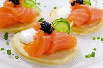 Blinis con salm n ahumado noruego - Tapas con salmon ahumado ...