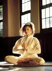 yoga2 221x300 Yoga: Disciplina hindú en el mundo actual