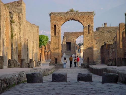 luc at dis look at this pompeya On entradas pompeya online