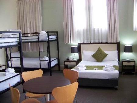 Hotel aaron un hotel familiar y econ mico en sidney for Paquete familiar en un hotel