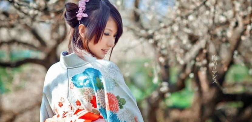japonesa en traje tradicional