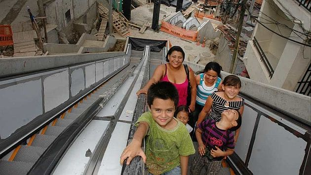 En funcionamiento las escaleras el ctricas al aire libre - Escaleras al aire ...