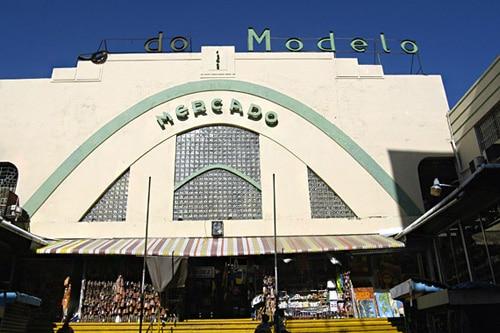 Entrada principal del Mercado Modelo en la Zona Colonial de Santo Domingo
