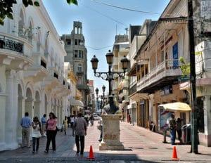 Una de las calles principales de la zona colonial en Santo Domingo