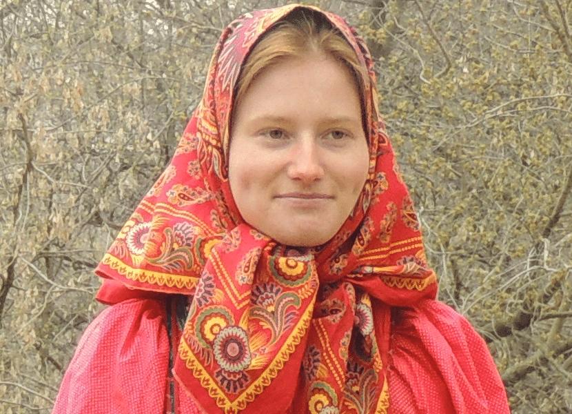 Mujer con traje típico ruso