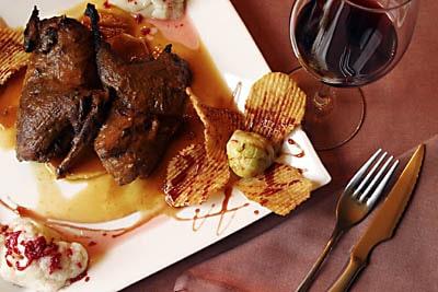 la perdices estofada es un plato típico manchego que se sirve en ciudad real