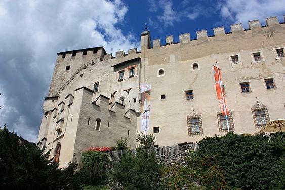 Castillo Bruck