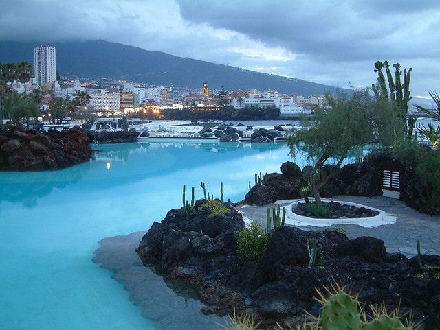 Vista nocturna de Puerto la Cruz