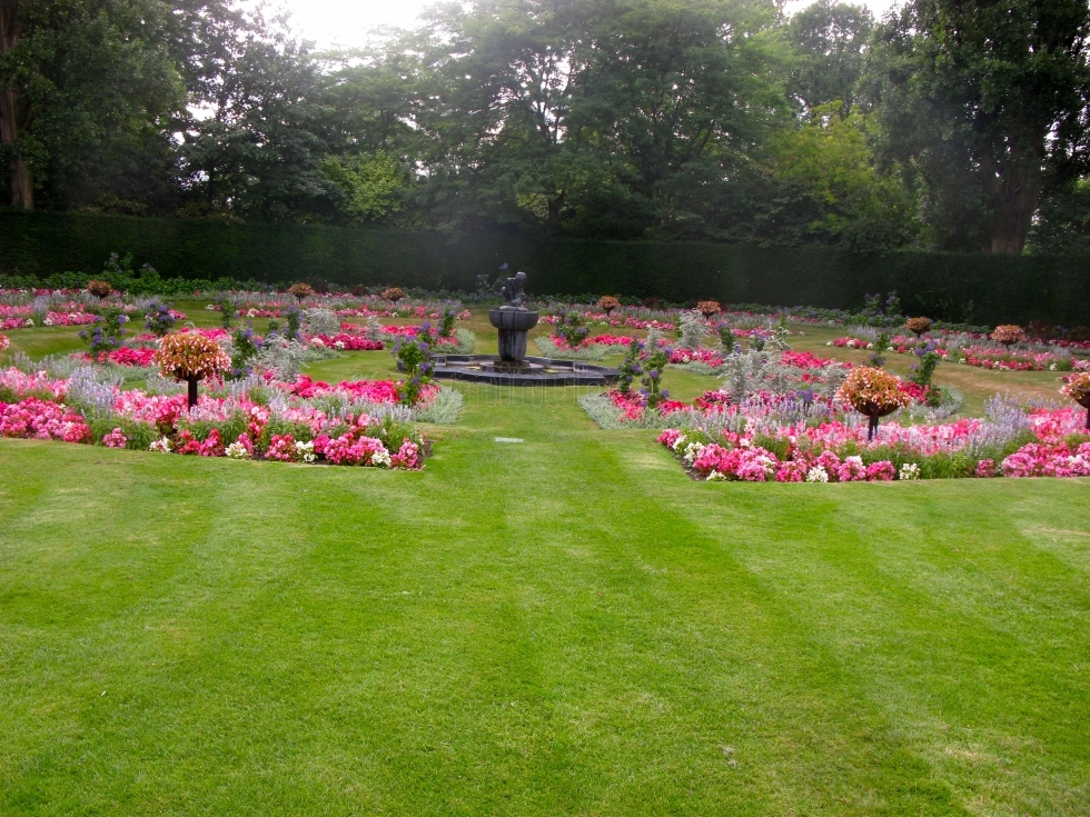 Recorriendo el jardín de la reina en Londres