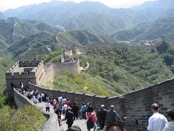 En promedio la muralla mide entre 6 a 7 metros de alto y de 4 a 5 metros de ancho