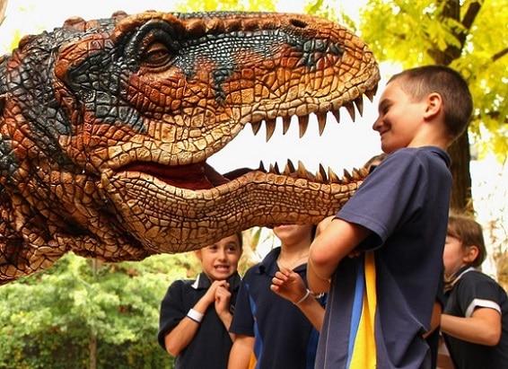 Los niños son transportados a la Era Mesozoica de hace 200 millones de años