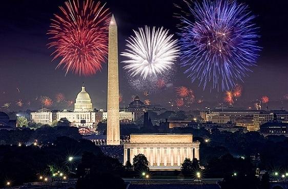 Fuegos artificiales sorprendentes bajo los monumentos emblemáticos de la capital estadounidense