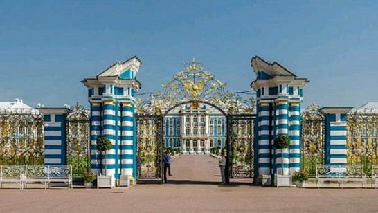 El interior del palacio es magnífico e incluye obras de arte de gran valor