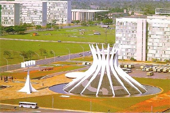 Catedral de Brasilia, obra arquitectónica de Oscar Niemeyer