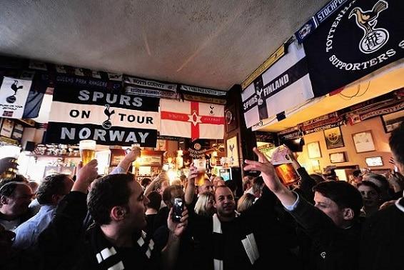 Un ambiente vibrante se viven en muchos de los bares de Londres