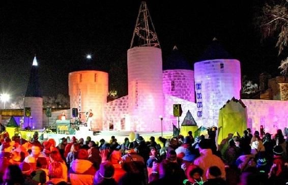 De noche, la fortaleza es protagonista con una serie de presentaciones artísticas