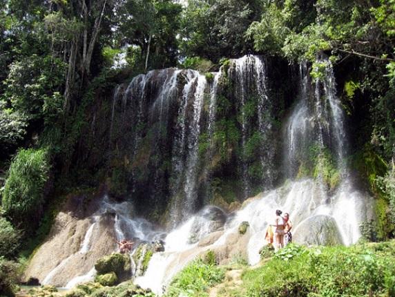 Las cascadas de El Nicho es un lugar paradisíaco donde se combina la vegetación, los ríos y  pintorescos pueblos