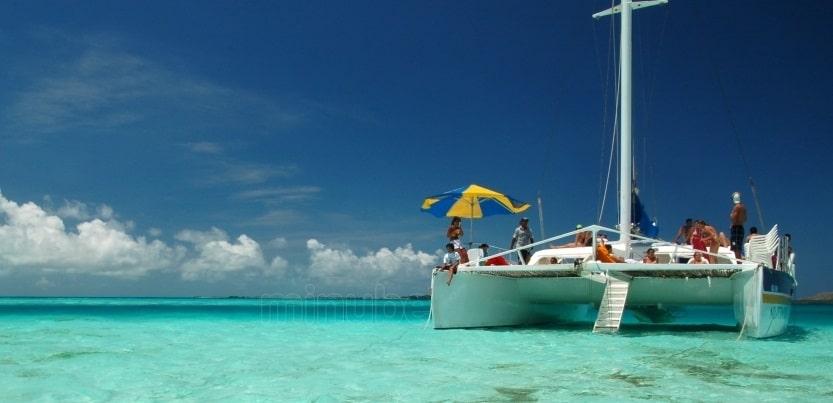 Paseos en catamaranes son muy populares en Los Roques