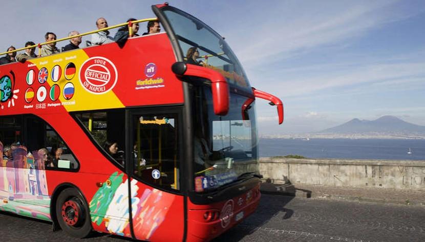 autobus-turistico-en-napoles