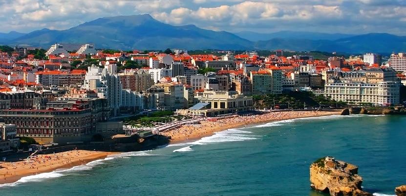 Vista panorámica de Biarritz y su playa romántica