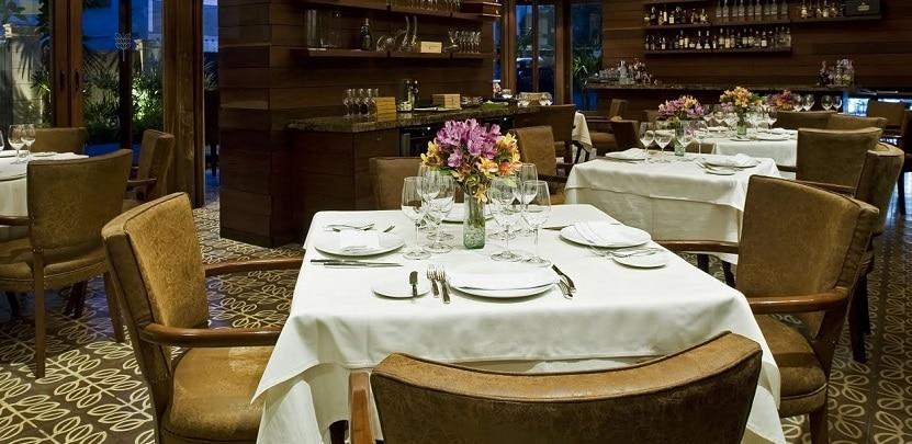 Lujoso interior del restaurante Alto