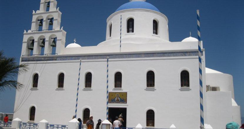 iglesias-en-santorini