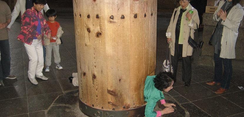 Agujero del Daibutsuden en Nara