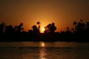 Luxor desde el río Nilo