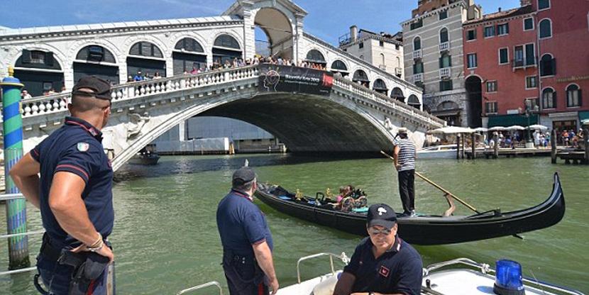 turistas-en-venecia
